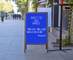Produkt Stojan kriedový áčkový modrý v sivom ráme
