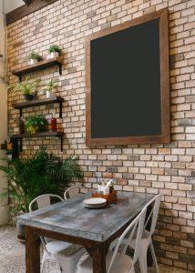 Produkt Čierna magnetická kriedová tabuľa PREMIUM v rustikálnom drevenom ráme